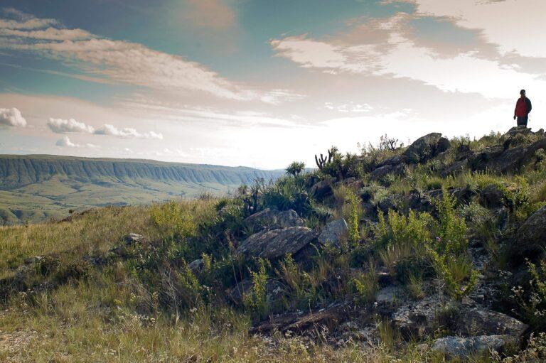 Vista panorâmica da Serra da Canastra com a Serra da Babilônia ao fundo (MG)