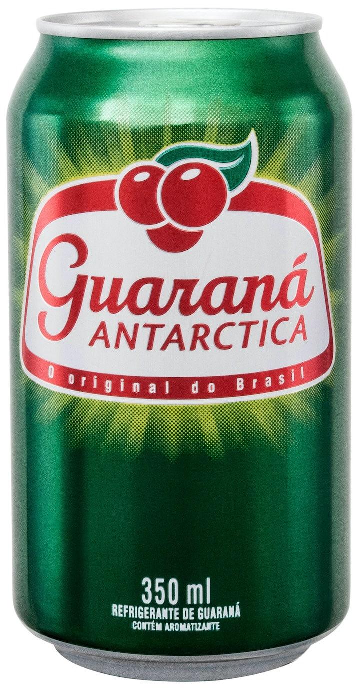 lata de guaraná Antárctica, em fundo branco