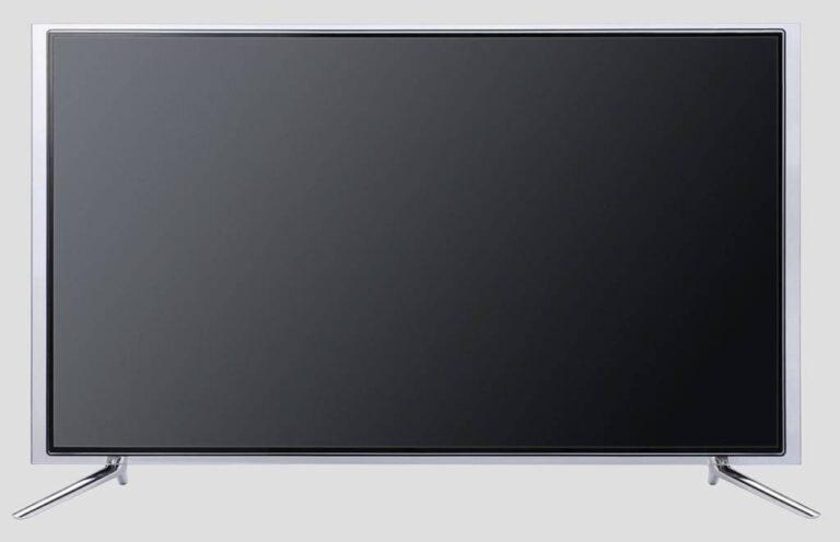 TV com design moderno, tela plana, moldura transparente e pés prateados sobre fundo branco