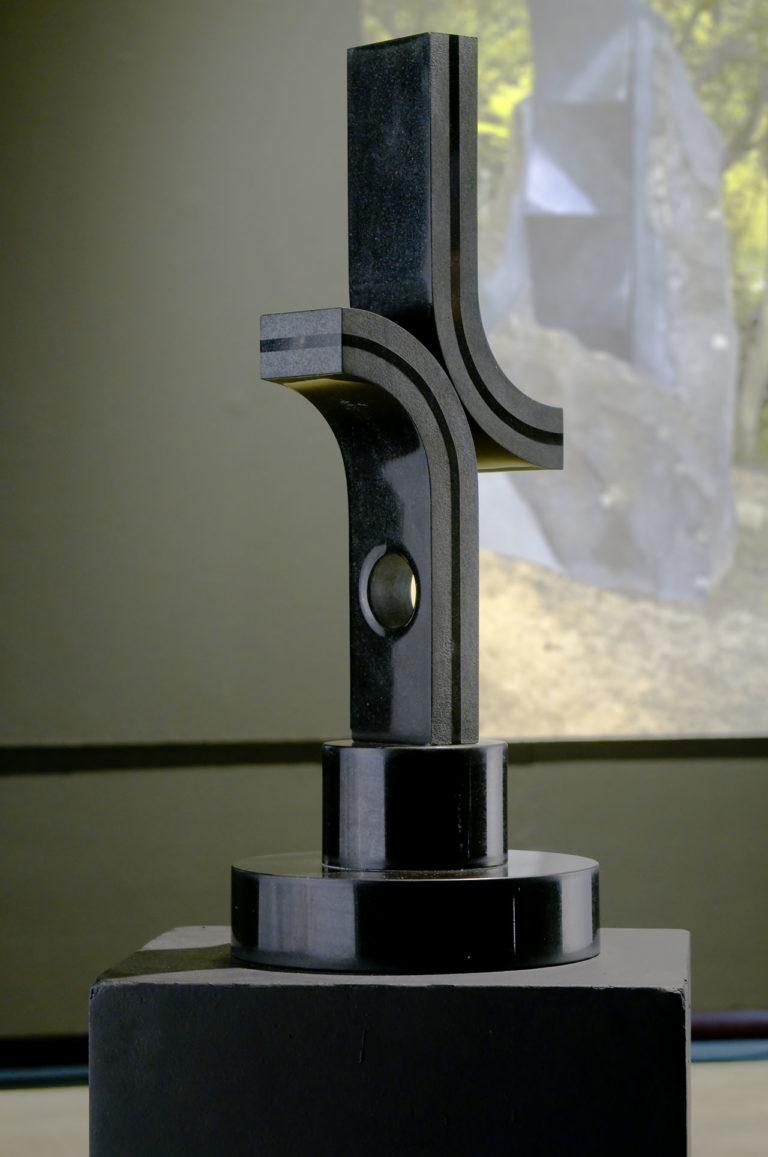 Escultura em metal de Yutaka Toyota 3